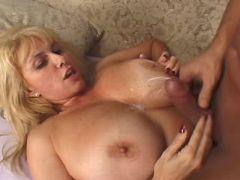 Busty mature gets cumload on boobs