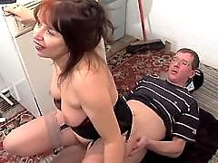 Elder mom does blowjob and fucks on floor